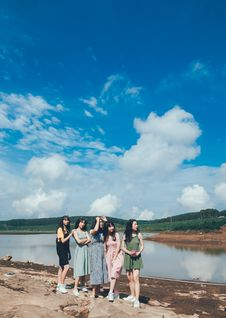 Free Women Standing Near Body Of Water Stock Images - 118464654