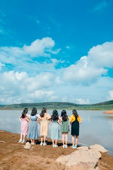 Free Six Women Facing Body Of Water Taking Picture Royalty Free Stock Photography - 118464657