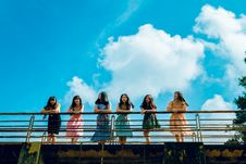 Free Six Women Wearing Mini Dresses Leaning On Bridge S Rail Royalty Free Stock Images - 118464689