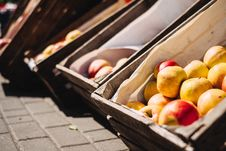 Free Yellow And Red Apples On Brown Crate Stock Photography - 118464712