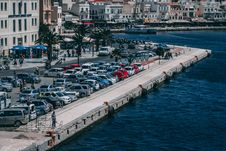 Free Cars Parked Near Buildings And Body Of Water Stock Images - 118464764