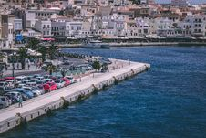 Free Cars Parked Near Body Of Water Royalty Free Stock Photography - 118464847