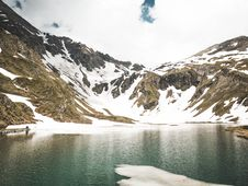 Free Snowy Mountain And Body Of Water Stock Images - 118546024