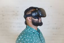 Free Man Wearing Black Vr Goggles Royalty Free Stock Image - 118546176