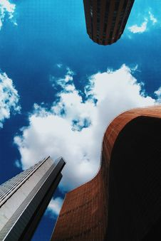 Free Brown And White Concrete Buildings Under Blue Sky Photography Stock Photos - 118598793