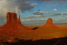 Free Butte, Sky, Badlands, Volcanic Plug Stock Images - 118871314