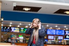 Free Girl, Supermarket, Retail Stock Image - 118871561