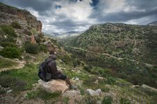 Free Man Sitting On Brown Boulder Top On Hill Royalty Free Stock Photos - 118920658