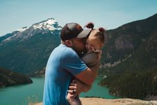 Free Man Wearing Blue Crew-neck T-shirt Holding Girl Near Mountains Stock Images - 118920724