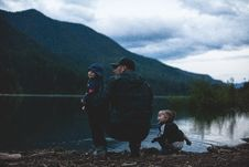 Free Man With Two Kids Near Body Of Water Stock Photos - 118920743