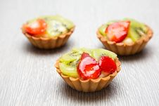 Free Close-up Photography Of Three Kiwi Topped Tarts Stock Images - 118920744