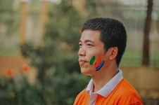 Free Man Wearing White And Orange Polo Shirt Royalty Free Stock Photo - 118920815