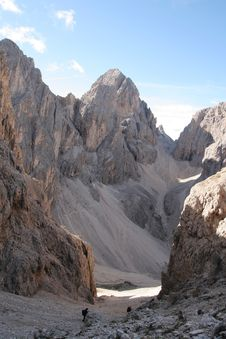 Free Steep Descent In The Dolomites,Italy Royalty Free Stock Image - 1193726