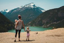 Free Mother And Children Walks Near Body Of Water Royalty Free Stock Photo - 119007885