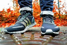 Free Shallow Focus Photography Of Pair Of Black Black-and-white Adidas Running Shoes Royalty Free Stock Photos - 119007938