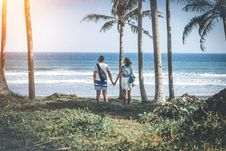 Free Man And Woman Holding Hand Near Beach Shore Under Sunny Sky Royalty Free Stock Photos - 119308658