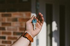 Free Person Holding Silver Keys Stock Photos - 119308663