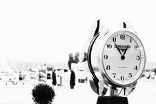 Free Round Donghines Watch Displaying At 1:49 Royalty Free Stock Photo - 119467415