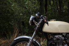 Free Beige Standard Motorcycle Royalty Free Stock Images - 119467419