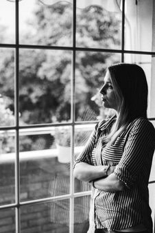 Free Grayscale Photo Of Woman Standing Beside Mirror Royalty Free Stock Photos - 119467448