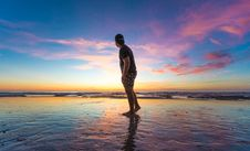 Free Man In Black T-shirt Wearing Cap Near Body Of Water During Sunset Royalty Free Stock Image - 119467456