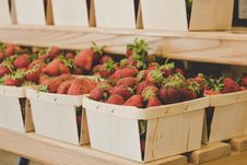 Free Bunch Of Red Strawberries Stock Images - 119467514