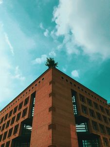 Free Brown Concrete Building Under Teal And White Cloudy Sky At Daytime Stock Photo - 119467590