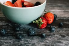 Free Strawberry Fruits And White Ceramic Bowl Stock Image - 119467641