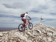 Free Man Riding Bicycle On Off-road Royalty Free Stock Photo - 119467705