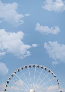 Free White Ferris Wheel Under White Cloudy Blue Sky Stock Photo - 119467720