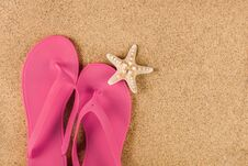 Free Pink Sandal Flip Flop On Sand Beach And Starfish Royalty Free Stock Images - 119525439