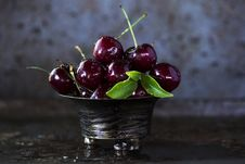 Free Red Cherries On Stainless Steel Bowl Stock Photography - 119554232