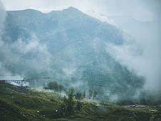 Free Green And Gray Foggy Mountain Stock Photos - 119611213