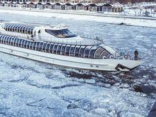 Free White Cruise Ship On Icy Water Stock Photos - 119844743
