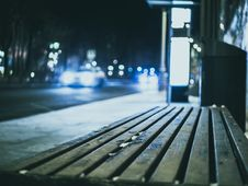 Free Selective Focus Photography Wooden Bench Beside Road Stock Photography - 119844772