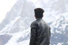 Free Man Wearing Black Jacket Looking At A Mountain Stock Photos - 119844833