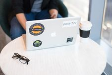 Free Silver Macbook Near Spill-proof Cup Stock Photography - 119926172