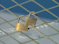 Free A Pair Of Padlocks Royalty Free Stock Photography - 121547