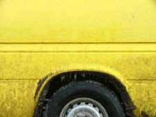 Free Dirty Yellow Car Royalty Free Stock Photography - 127257