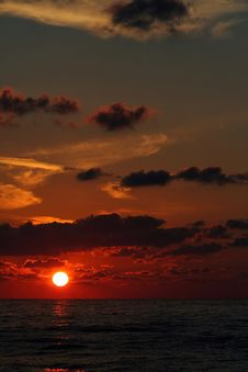 Free Red Sunrise On The Black Sea Stock Photography - 1202842