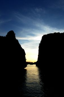 Sunset In Ha Long Bay Royalty Free Stock Photos