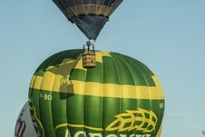 Free Hot Air Ballooning, Hot Air Balloon, Yellow, Balloon Stock Images - 120113924