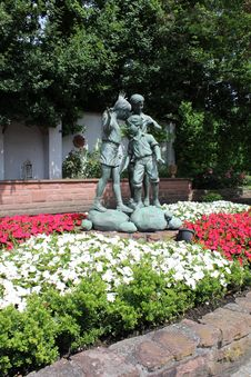 Free Statue, Garden, Flower, Plant Royalty Free Stock Photos - 120114608