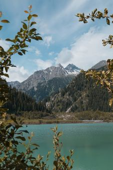 Free Body Of Water Near Mountains Near Trees Royalty Free Stock Photo - 120192575