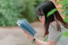 Free Close-Up Photography Of Girl Reading Book Royalty Free Stock Images - 120264349