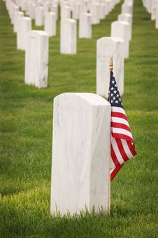 Free Flag Of U.S.A. Standing Near Tomb Royalty Free Stock Images - 120524139