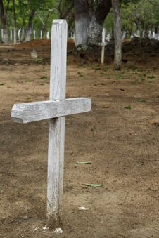 Free Cross, Wood, Grave, Grass Royalty Free Stock Photography - 121933927
