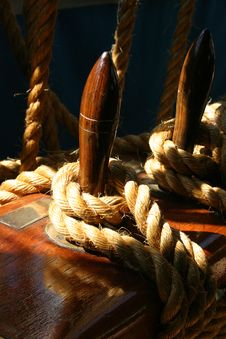 Free Natural Rope Tied Around Wodden Cleat Stock Photo - 1225200