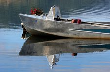 Free Boat On The Water Royalty Free Stock Photography - 1239987