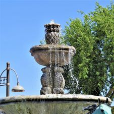Free Fountain, Landmark, Water Feature, Water Royalty Free Stock Photos - 123469898